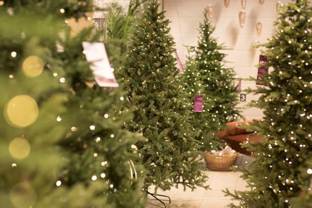 Kunstig juletre og fjernstyring av juletrebelysning